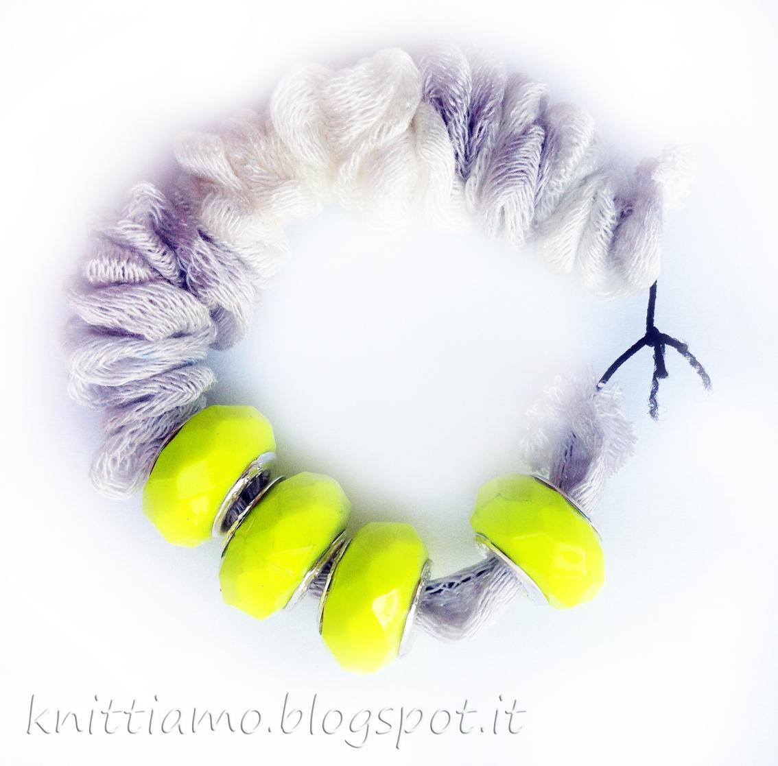 Tutorial di braccialetto di fettuccia e perline flou