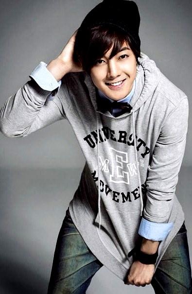 Kim Hyun Joong mostrando su bella sonrisa