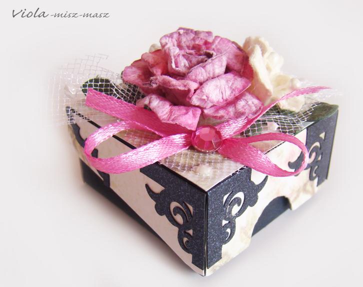 malutkie pudełko na prezent