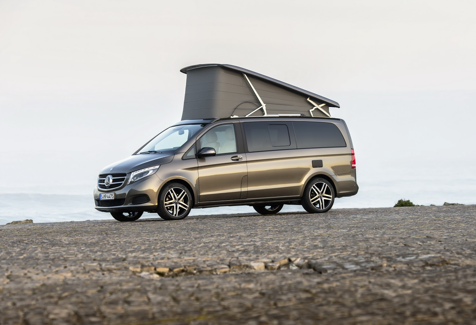 here 39 s your super gallery of mercedes benz 39 s new v class marco polo camper carscoops. Black Bedroom Furniture Sets. Home Design Ideas