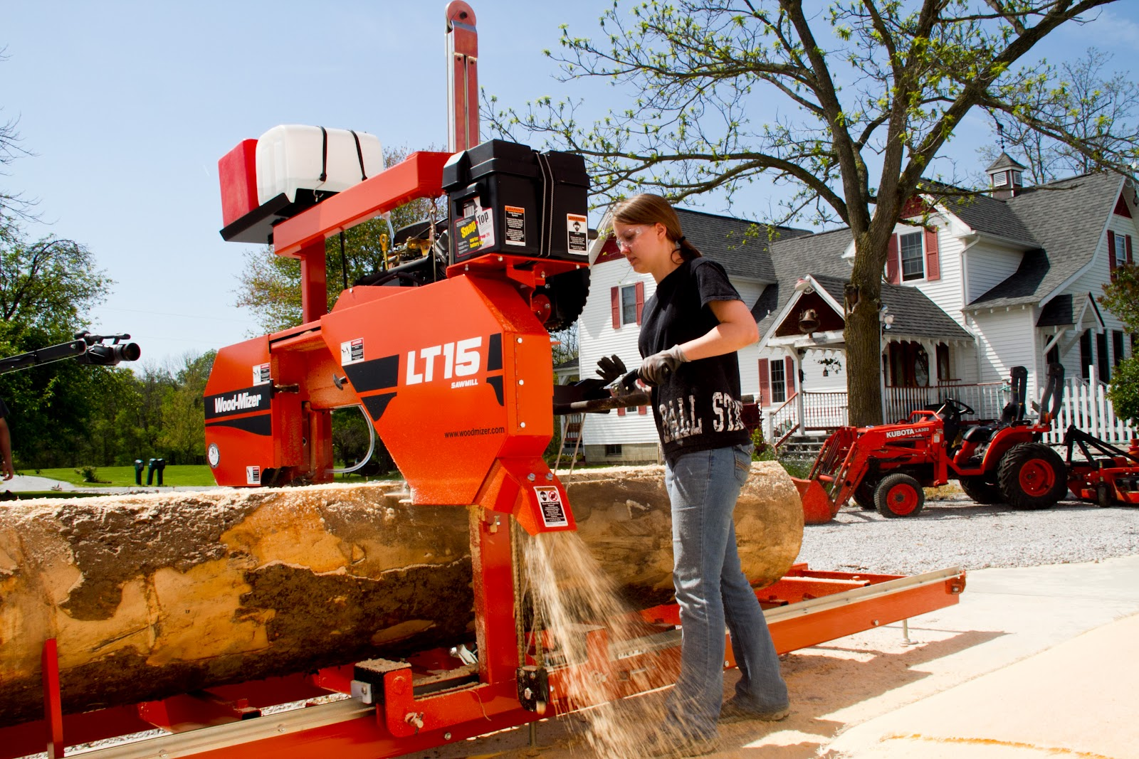 how to cut wood with a sawmill