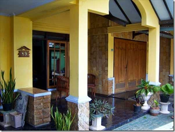 Design-terrace-house-minimalist-kramik-Black-And-Pillar-Terrace-Color-Yellow-Minimalist