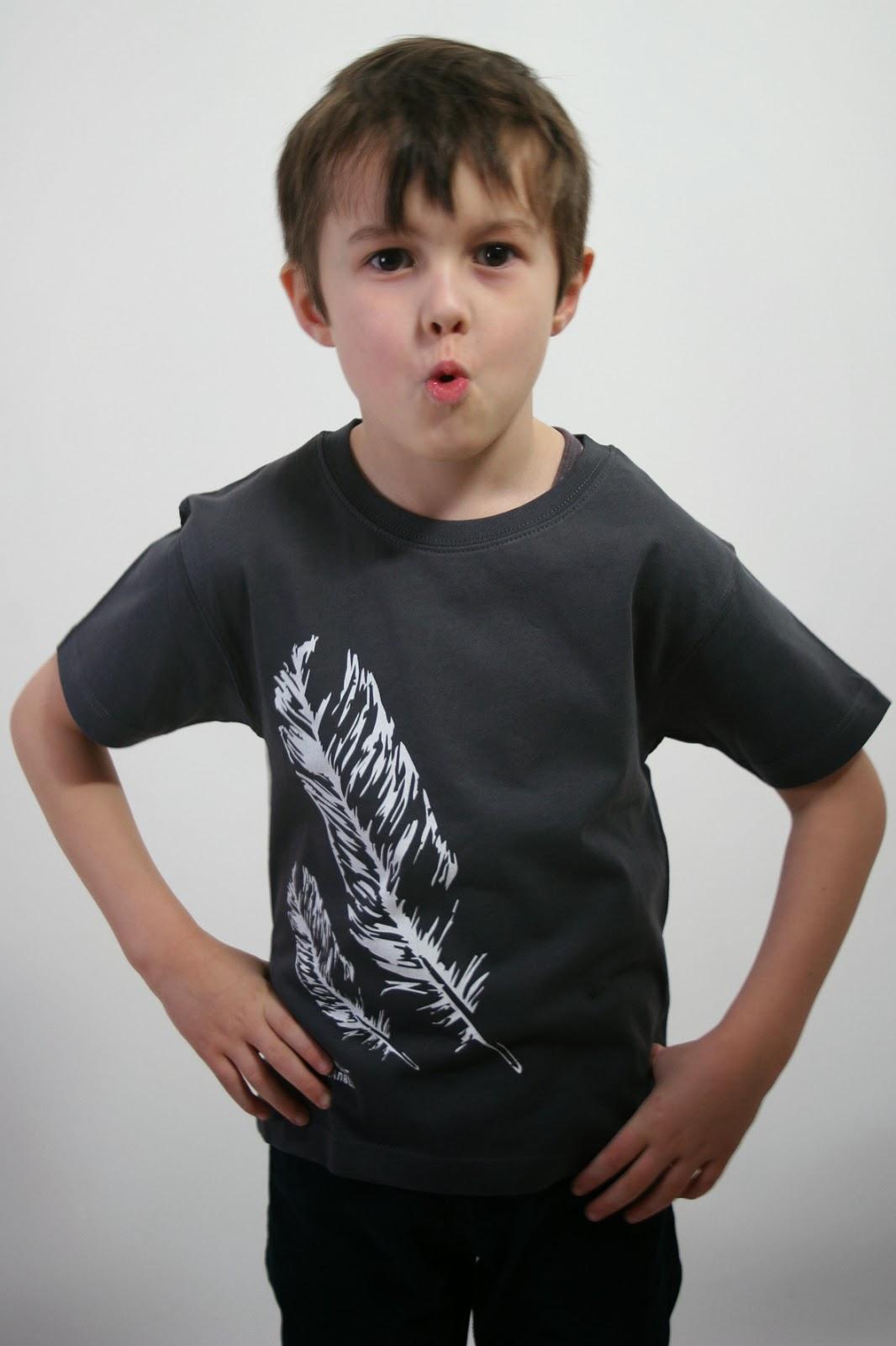 Kindershirt mit Federn