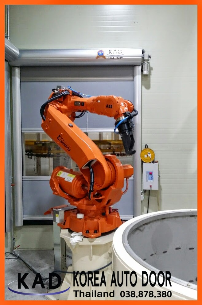 High Speed Door(ประตูอัตโนมัติความเร็วสูง) combined with robot arms in factory.