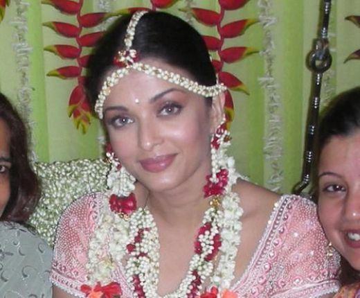 Makeup For Mehndi Night : Celebrity weddings aishwarya rai wedding pics