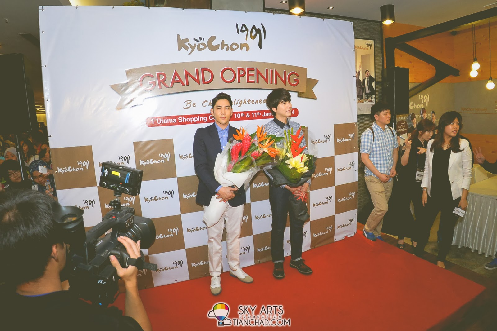 SuperJunior Kyuhyun & Kangin @ KyoChon Malaysia 1 Utama