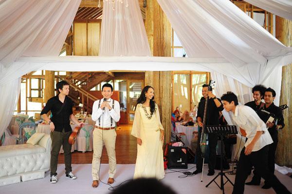 live band decor white, wedding