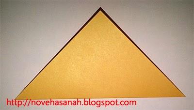 langkah kedua cara membuat origami serigala untuk anak tk