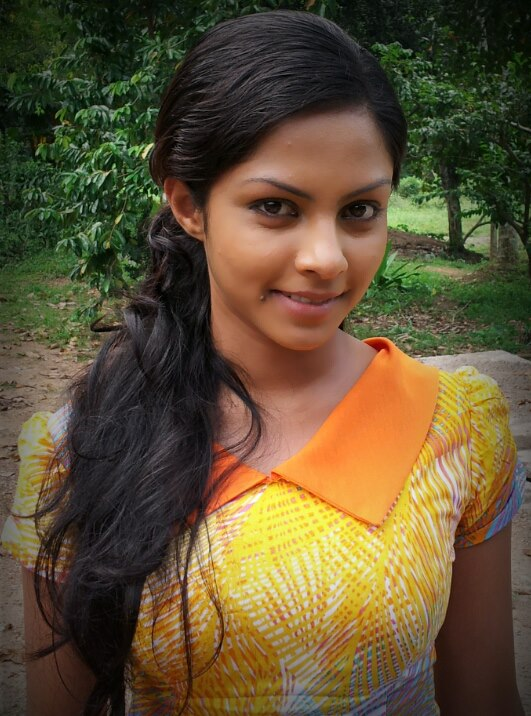 Sri Lankan Cute Actress Shalani Tharaka
