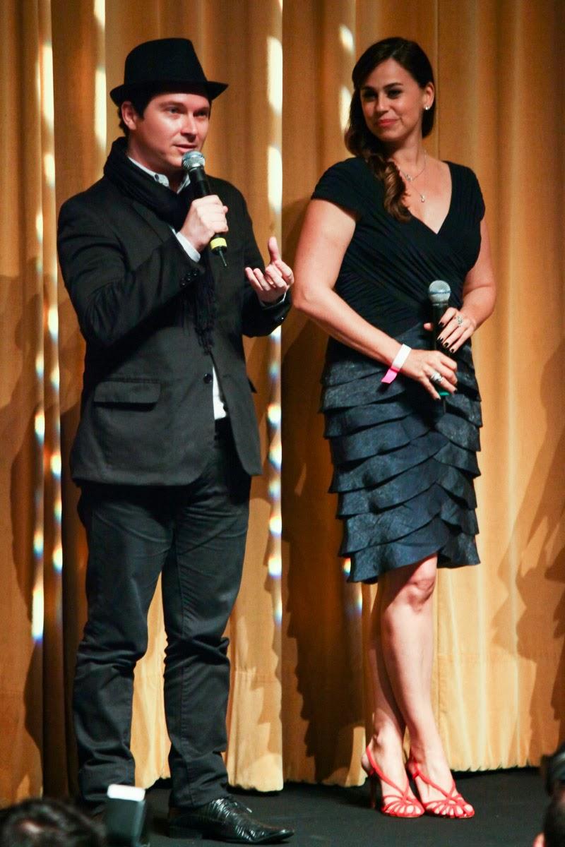 http://2.bp.blogspot.com/-AnQ0o91zHHI/UqE00844IWI/AAAAAAAAD_Q/FkgCBnKFhvI/s1600/Daniela+Escobar+com+diretor+do+filme+Bruno+Saglia+recebe+premio-8187.jpg