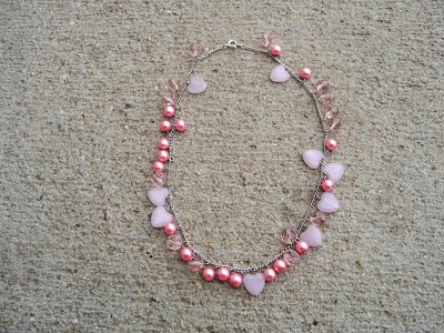 http://www.domesticblisssquared.com/2013/04/the-miss-pink-necklace-tutorial-making.html
