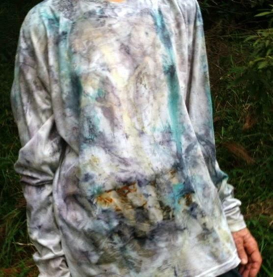 camiseta estampada artesanalmente