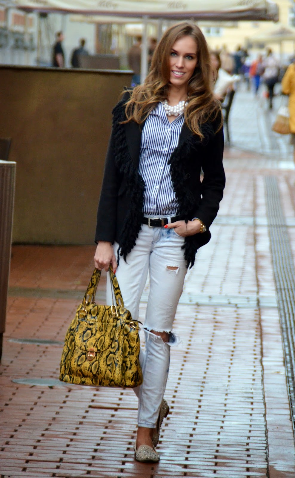 gina-tricot-white-ripped-jeans