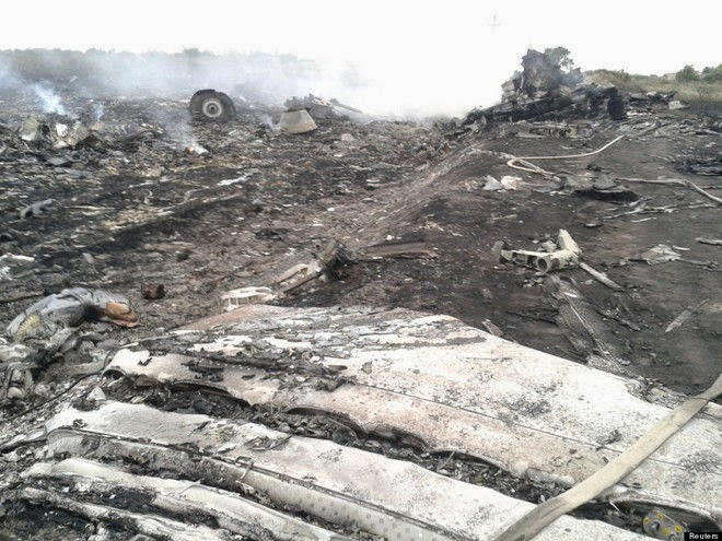 Foto Puing Pesawat MH17