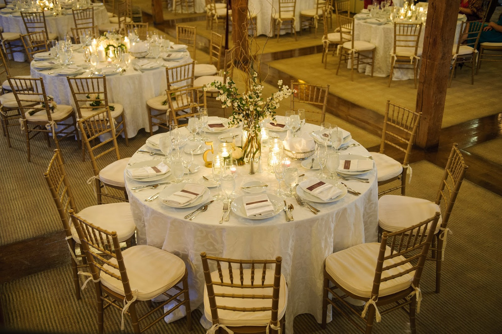 les fleurs : barn at gibbet hill : neutral fall wedding : barn wedding : white snow berry, tall and short table arrangements