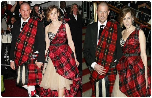 Sarah Jessica Parker y Alexander McQueen - falda escocesa reinventada