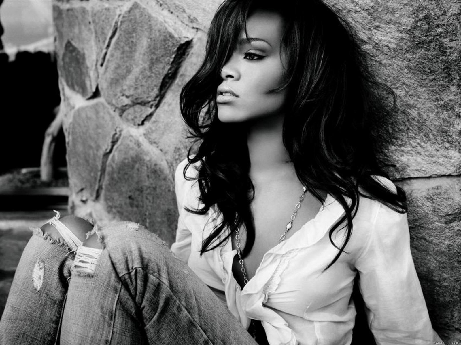 http://2.bp.blogspot.com/-Aoh1gp5czLo/Te1sP9yv7fI/AAAAAAAAAe0/NeotyBV0nUw/s1600/Rihanna.jpg