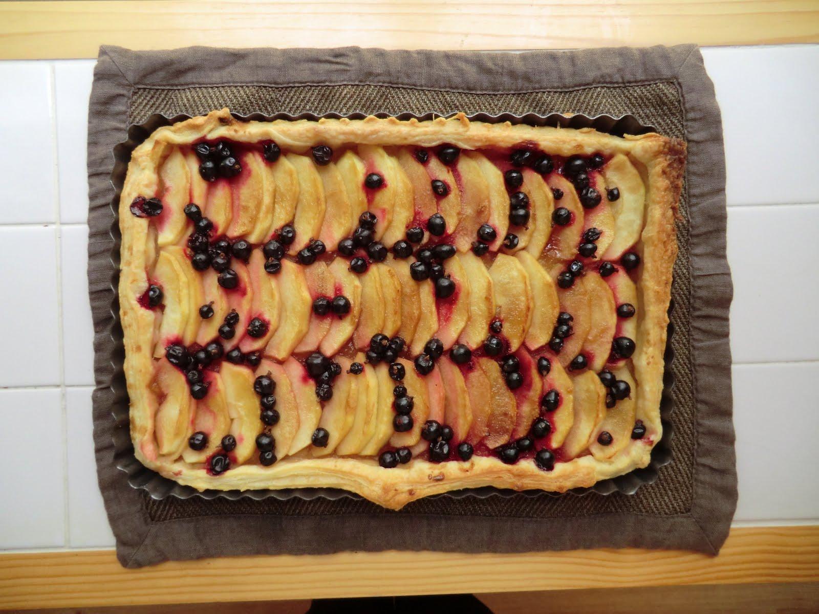 la cuisine de sarah apple blackcurrant tart. Black Bedroom Furniture Sets. Home Design Ideas