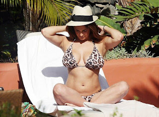 On Friday, December 25, 2015, Casey Batchelor, 31, preferred to unveil an uprecendented activity at the poolside in Tenerife, Spain by molded in a lion string bikini.