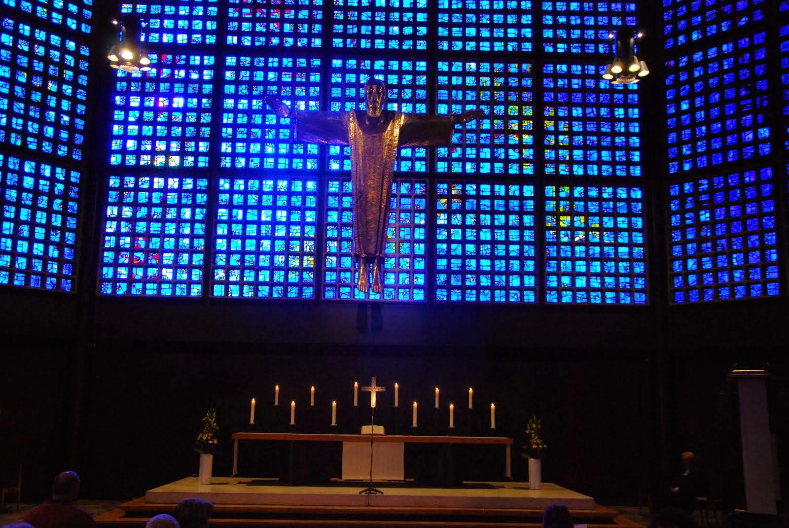Segnender Christus in der Kaiser-Wilhelm-Gedächtniskirche in Berlin