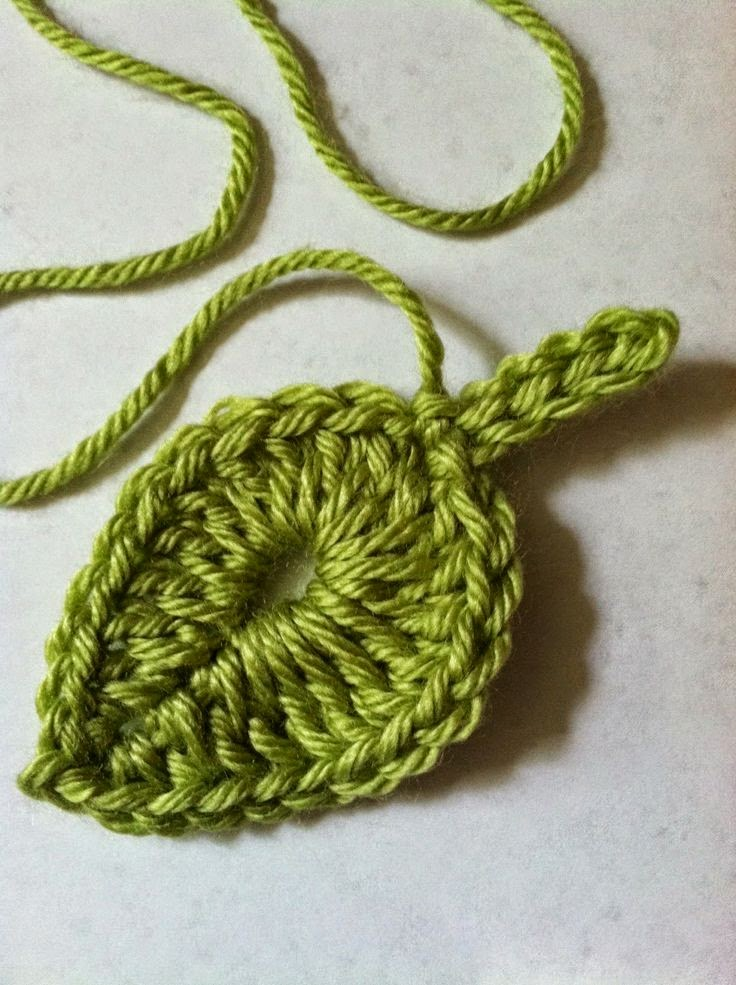 http://www.lakeviewcottagekids.com/2014/06/one-green-leaffree-crochet-leaf-pattern.html