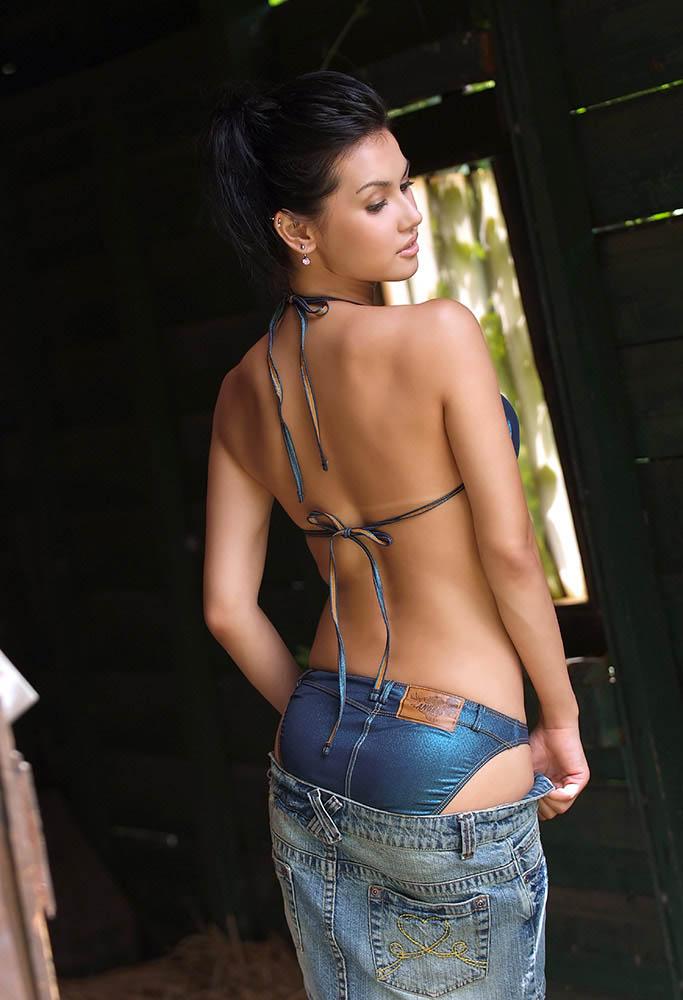 maria ozawa sexy stripping photo 2