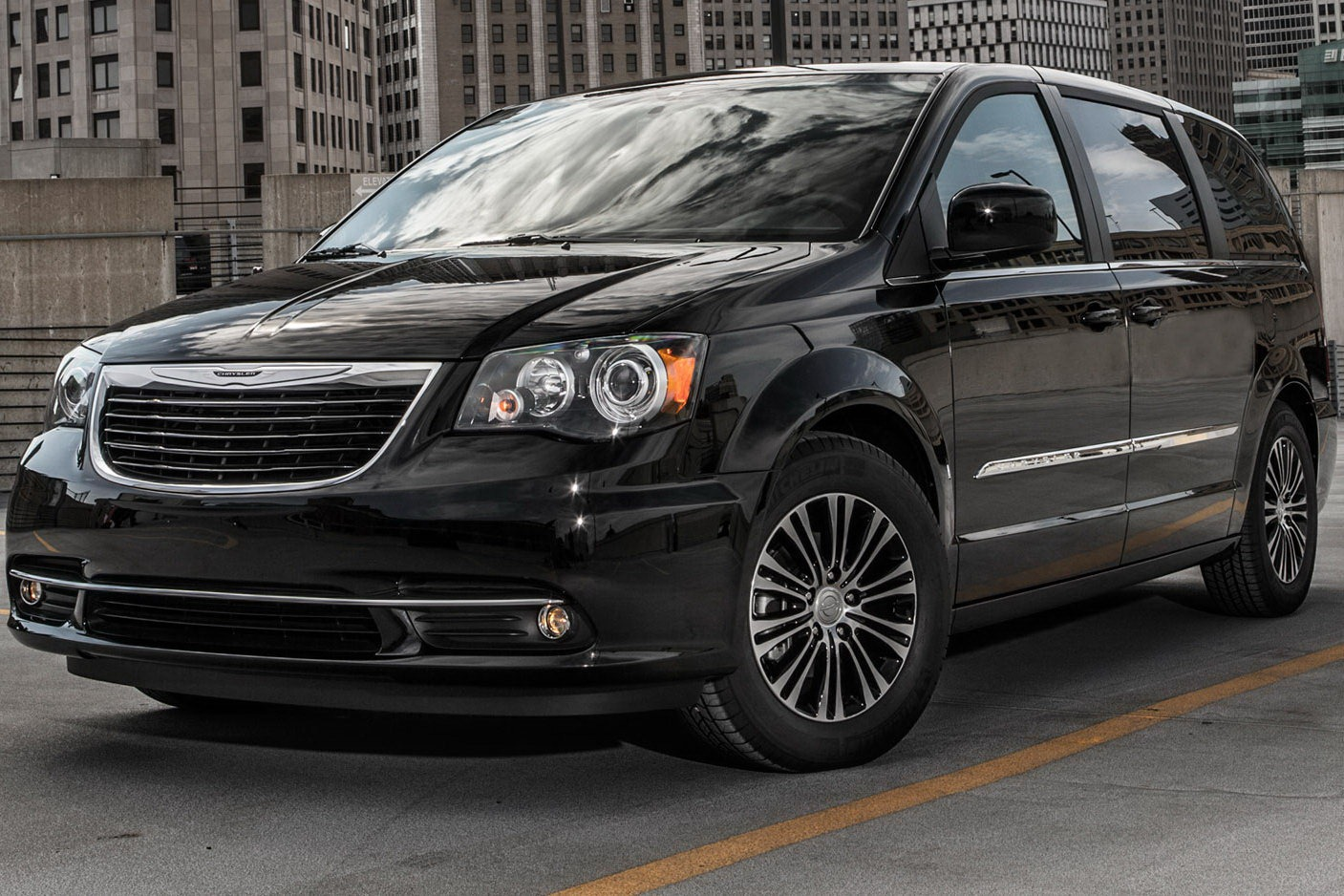 new 2013 chrysler town and country s edition heading to the la auto show auto cars concept. Black Bedroom Furniture Sets. Home Design Ideas