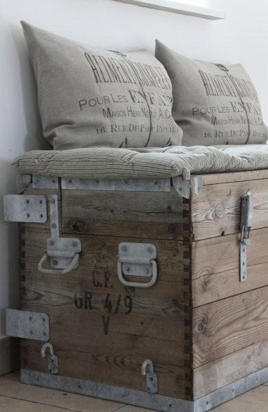 Vivre Shabby Chic: Un baule in camera da letto.