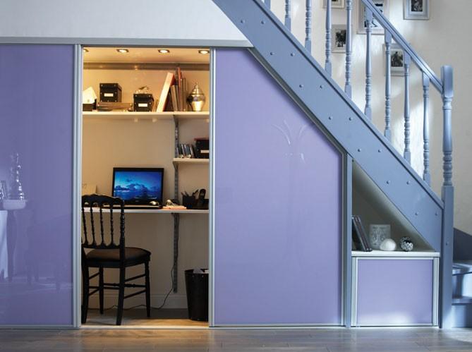 Baño Bajo Escalera Fotos:Uma boa altura também permite um mini escritório embutido