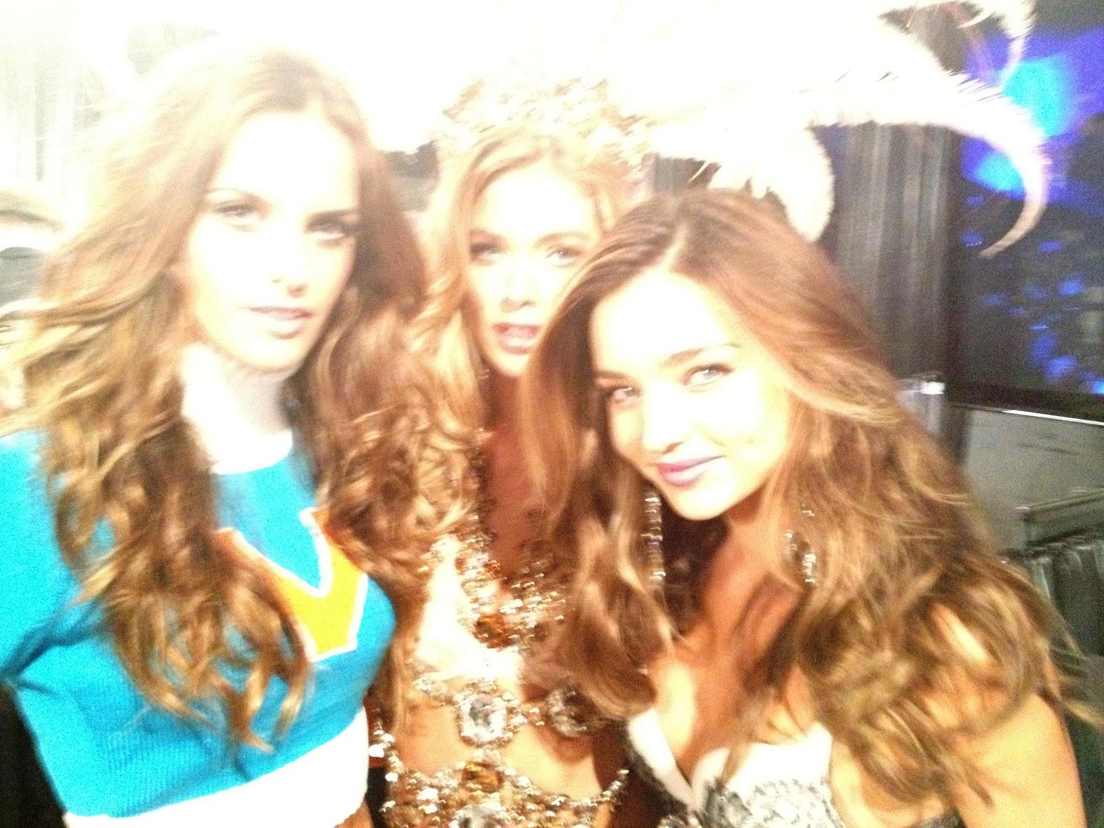 http://2.bp.blogspot.com/-AppHUJjFz8U/UKPu-qQXMAI/AAAAAAAACtM/uEhsv9SY--s/s1600/kona-tanning-katie-victorias-secret-fashion-show-2012-angel-wings-kenny-miranda-kerr-izabel-goulart-doutzen-kroes.jpg