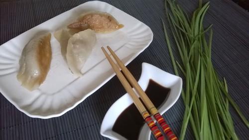 Ravioli cinesi - Jiaozi - alla piastra con verdura e carne