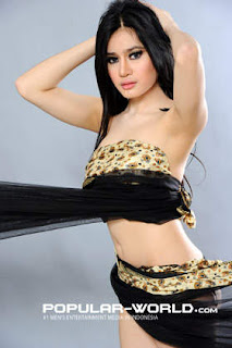 hot Angel Aqilla Model Majalah Popular Word, BFN Mei 2013