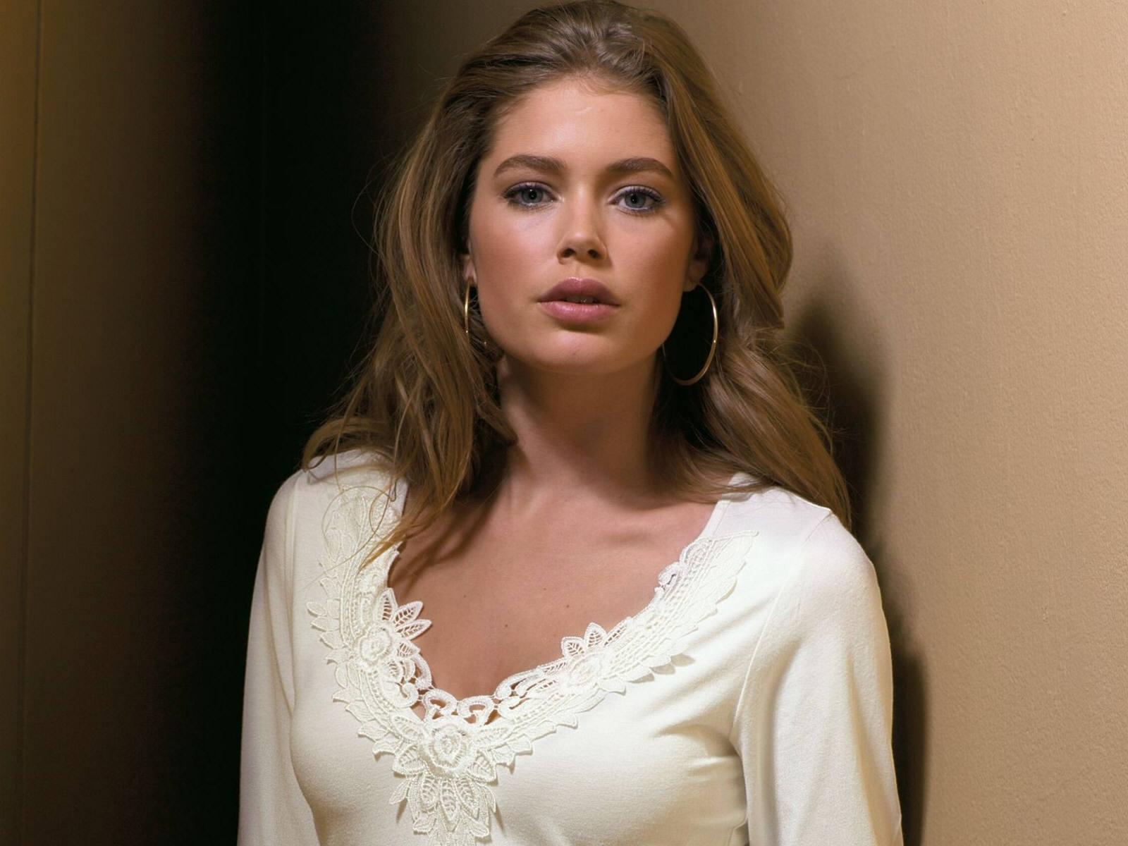 Actress Doutzen Kroes Exclusive Hot Wallpapers