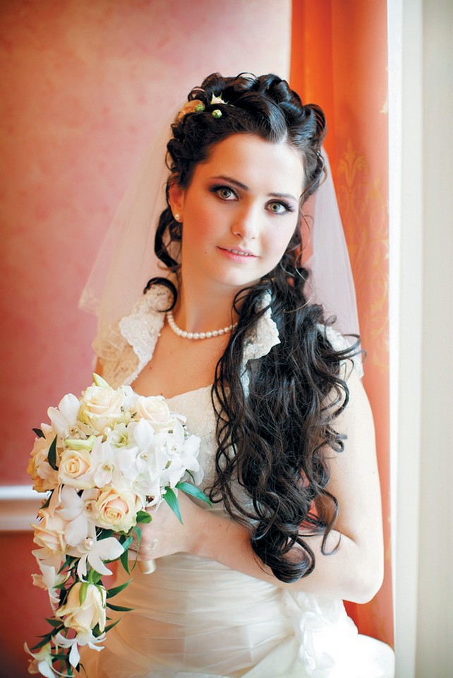 Wedding Hairstyles With Veil And Tiarajpg