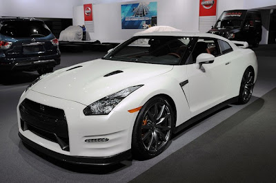 NISSAN GT-R R36 GREEN LIGHTED,NISSAN GT-R R36 GREEN LIGHTED review