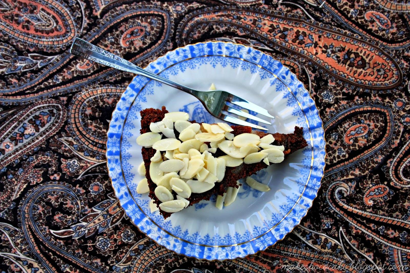 Czekoladowo-kawowe ciasto jogurtowe z gruszkami
