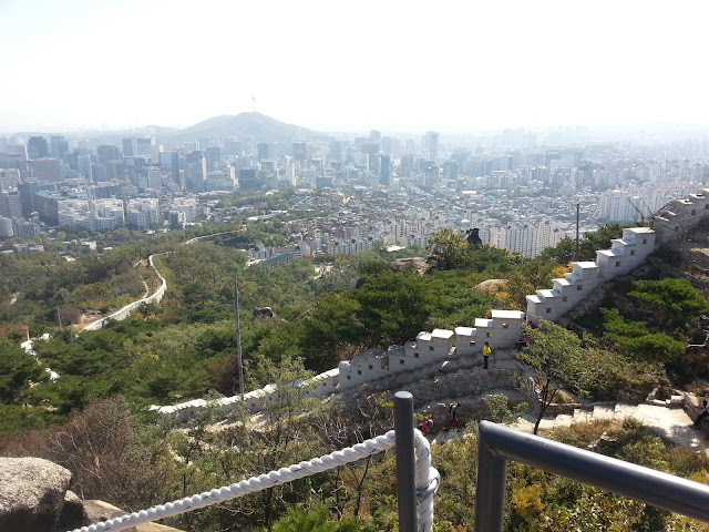 Seoul wall showing the entire city of Seoul