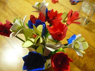 recycling ideas and fun for the kids … making flowers from egg trays