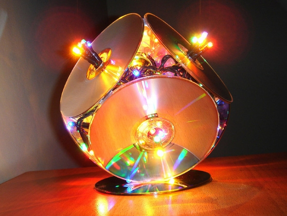 How to recycle recycled cd 39 s as an art decor for Best out of waste making