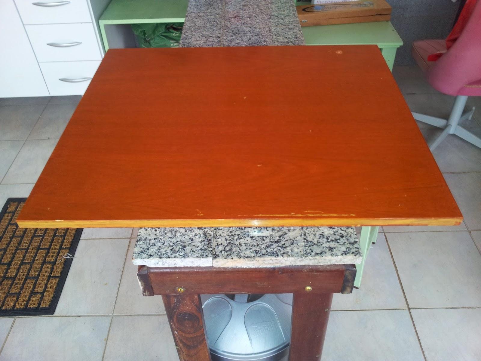perto de casa encontrei 4 pés de mesa jogados em uma caçamba #B33C0D 1600x1200