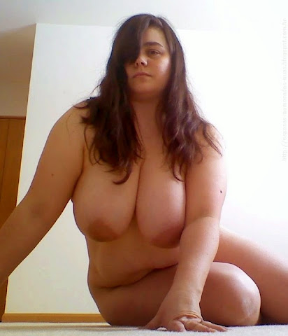 menina gordinha bonita com peitos grandes