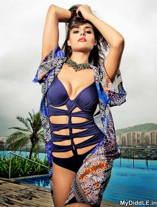 Nathalia Kaur Hot Bikini Swimsuit Photos showing Big Boobs Cleavage indianudesi.com