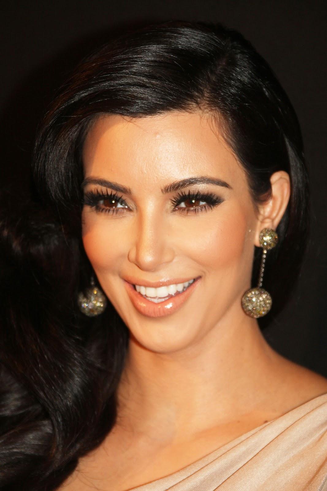 http://2.bp.blogspot.com/-As1eZ4HuFjI/T6LC-VvrkNI/AAAAAAAAAt8/0ejUBf9Nrxc/s1600/kim-kardashian-makeup.jpg