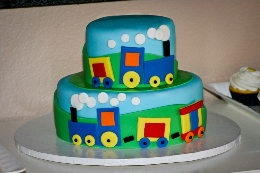 Images Of Train Birthday Cakes : Homemade by Hillary: Train Cake