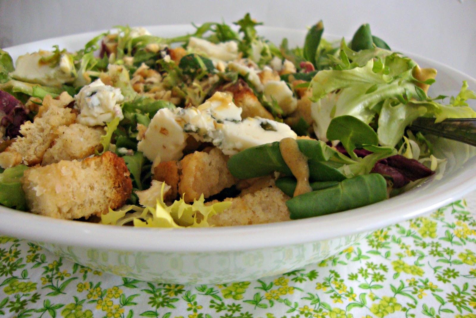 Az car y sal en tu cocina ensalada r stica con roquefort for Cocina de jamie oliver