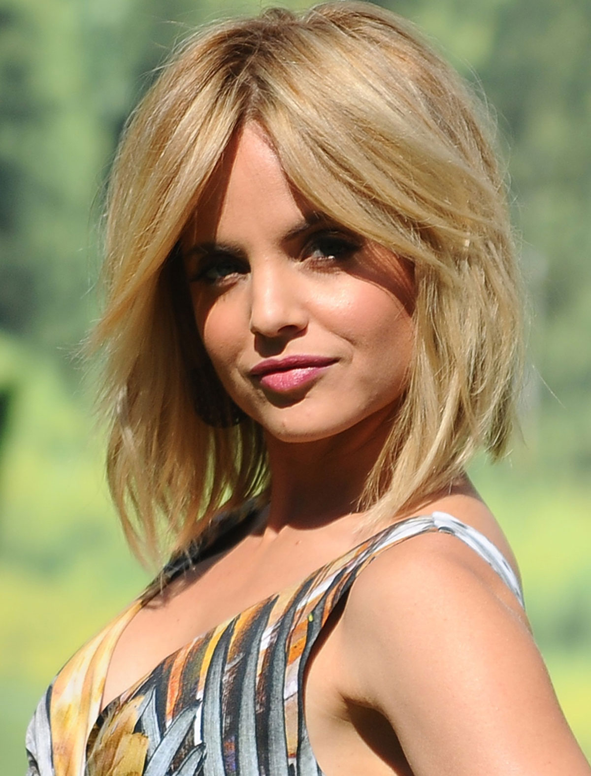 http://2.bp.blogspot.com/-As_vsP61FVI/T49brFuw08I/AAAAAAAAA-U/pFvjchljOIY/s1600/MENA-SUVARI-The-American-Reunion-Photocal-in-Rome-05.jpg