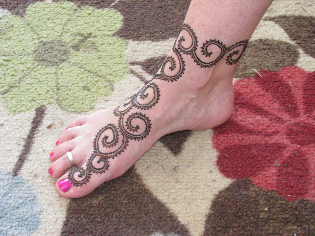 Simple Ankle Mehndi Designs : Diy intricate mehndi designs for feet fashion and beauty tips