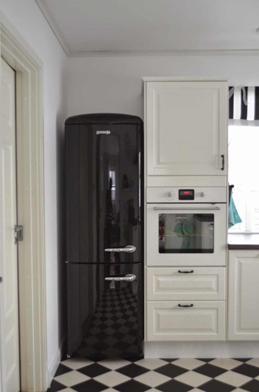 einblick in unsere k che und ein diy f r rollos deko hus. Black Bedroom Furniture Sets. Home Design Ideas