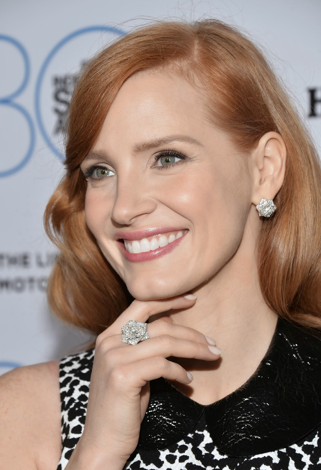 Jessica Chastain Piaget At The 2017 Film Independent Filmmaker Grant And Spirit Award Nominee Brunch Rose Earrings In 18k White Gold Set With 126