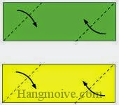 Bước 2: Gấp chéo hai cạnh của hai tờ giấy vào trong